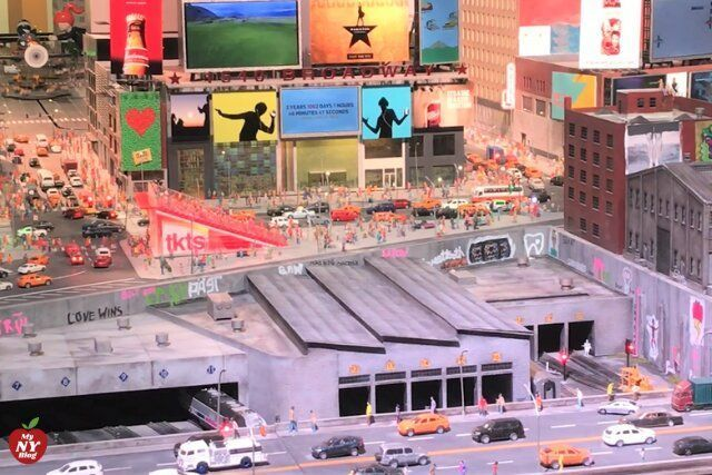 Times Square Gulliver's Gate